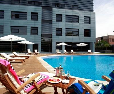 Outdoor Summer Swimming pool Nuevo Boston Hotel