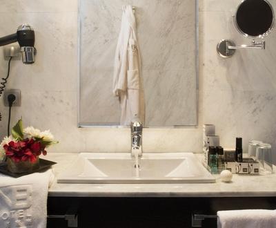 Bathroom Nuevo Boston Hotel