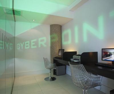 Cyber corner next to IFEMA Nuevo Boston Hotel